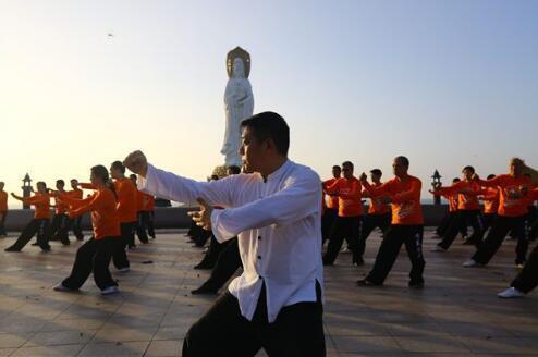 三亚南山:悦舞太极
